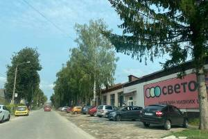 Жители Трубчевска просят обустроить парковку возле магазина «Светофор»