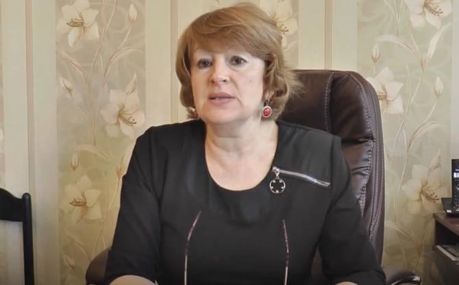 В Брянске директор гимназии №3 записала видеообращение