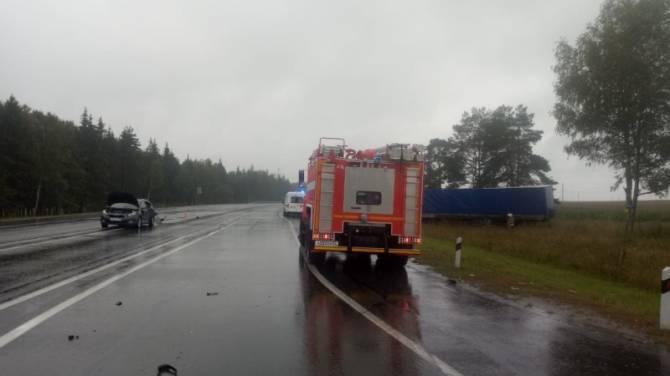 Под Брянском в ДТП с легковушкой и грузовиком погиб человек