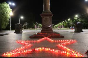 В Брянске на Кургане прошла акция «Свеча памяти»