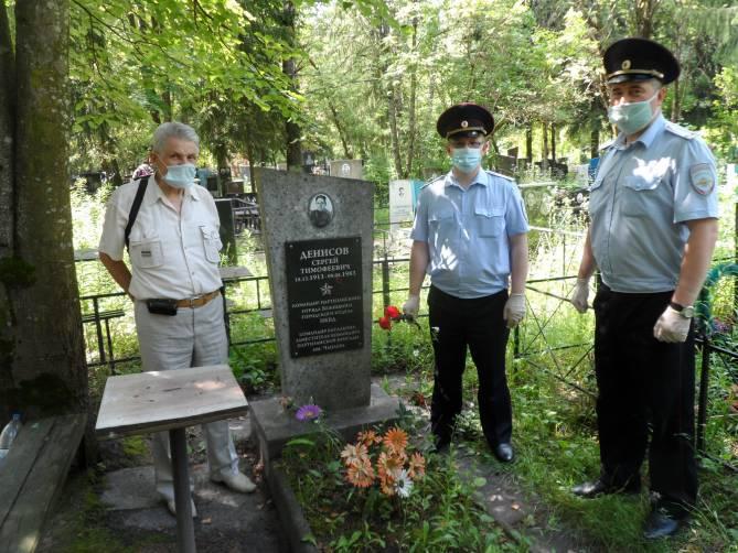 Брянские полицейские почтили память легендарного партизана