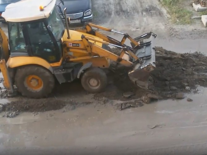 В Брянске сняли на видео супертехнологию ямочного ремонта дорог