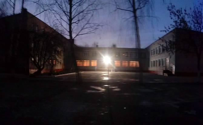 В Брянске родители учеников школы №55 просят повесить фонари на спортплощадке