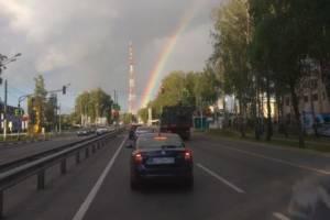 В Брянске из башни телецентра выросла радуга