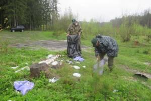 В Дятьковском районе освободили от мусора родник «Три колодца»