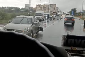 В Брянске на улице Бурова разбились две легковушки