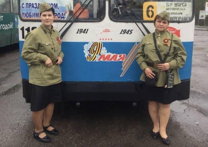 В Брянске 9 Мая водители и кондукторы переоделись в военную форму