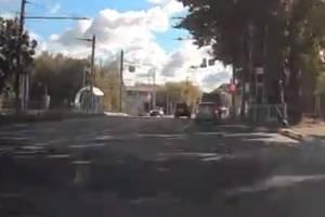 В Брянске внедорожник пролетел перекресток на красный