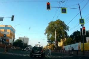 В Брянске водитель иномарки поехал на идущих по «зебре» пешеходов