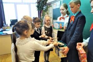 В Клинцах школьники устроили акцию «Спасибо за добрые дела»
