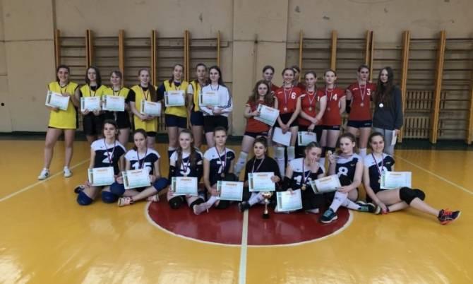 В Брянске прошло первенство Советского района по волейболу среди школьников