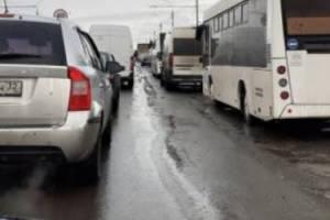 Улицу Калинина в Брянске сковала глухая пробка