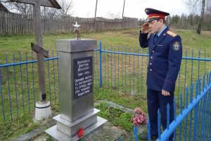 Брянские следователи посетили памятник связному партизанского отряда