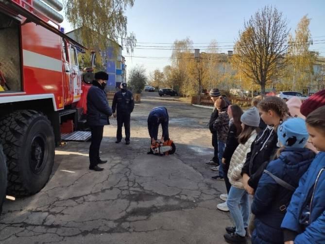 Локотские школьники почувствовали себя пожарными