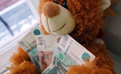 Брянские семьи в августе могут получить по 10 тысяч рублей на детей