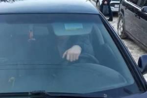 В Брянске давившему пешехода на тротуаре водителю выписали штраф