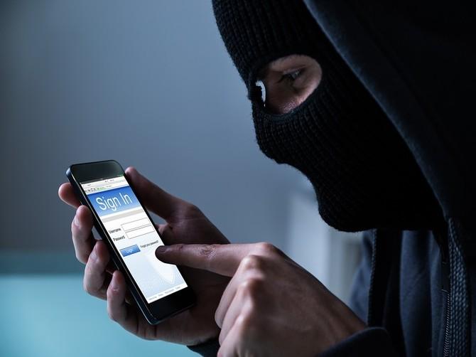 За неделю брянцы подарили телефонным мошенникам почти 2,8 млн рублей