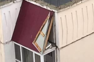 Ураган снес кровлю на улице Романа Брянского