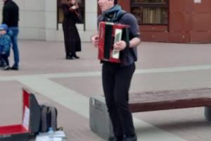 В Брянске после долгой зимы на бульваре Гагарина появились музыканты