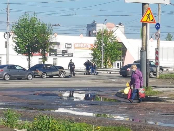 В Брянске на Стальзаводе легковушки попали в ДТП