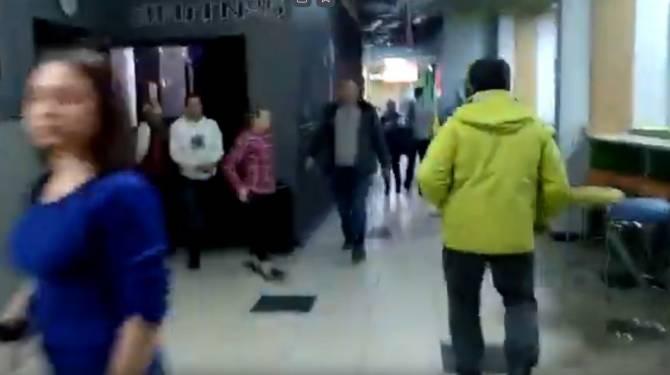 Опубликовано видео эвакуации из брянского ТРЦ «Мельница»