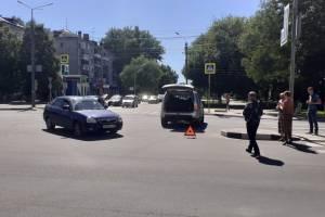 В Брянске на проспекте Московском не поделили дорогу две легковушки