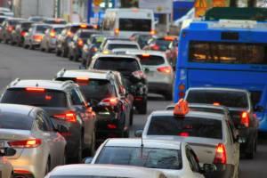 На дороги Брянска после отмены самоизоляции вернулись пробки
