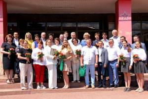 В Брянске наградили борющихся с коронавирусом медиков