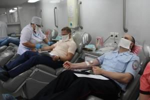 Брянские полицейские поделились кровью с нуждающимися