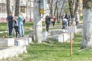 Путин попросил губернаторов разрешить жителям регионов гулять с детьми