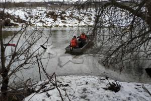 В Почепе на Судости провалился под лед и утонул 64-летний мужчина