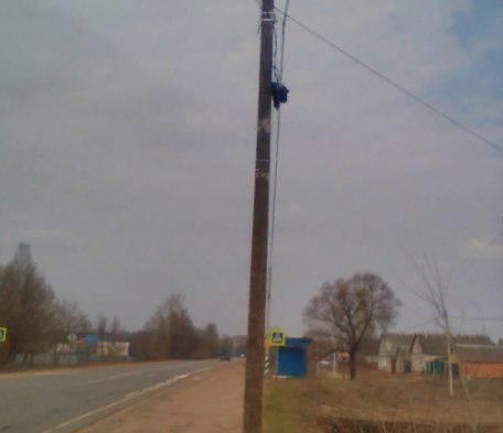 В Клинцах оперативно заменили аварийный столб