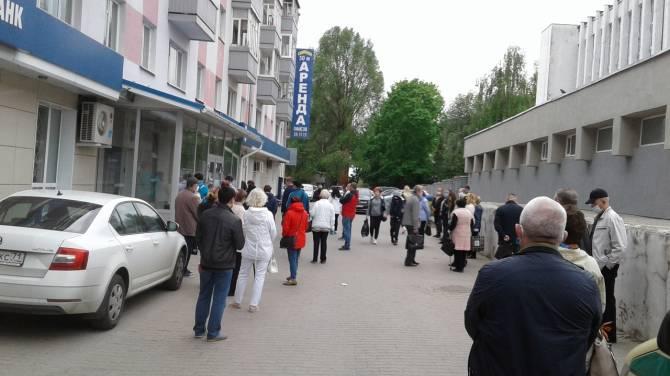 В Брянске выстроилась огромная очередь в Газпробанк