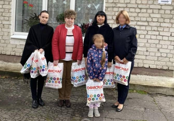 Брянские пограничники подарили воспитанникам приюта игрушки