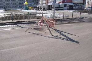 В Брянске на новой дороге по улице Грибачева провалился асфальт