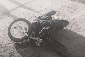 Под Брянском 19-летний байкер врезался в иномарку и порвал пятку
