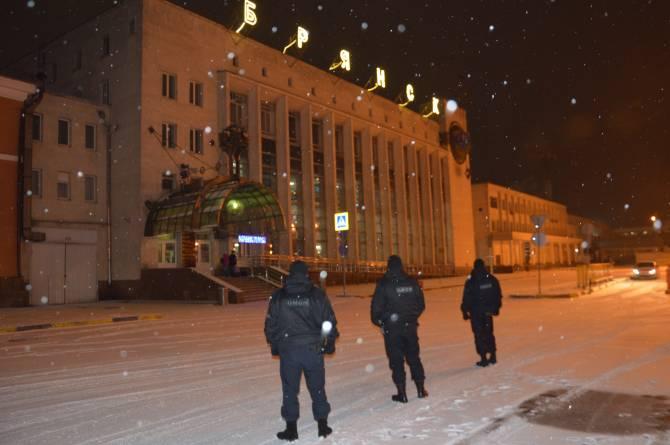 В Брянске на охрану железнодорожного вокзала вышел ОМОН