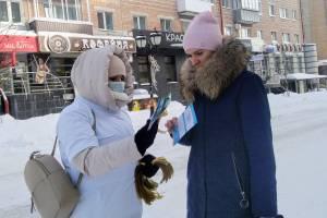 В Брянске на площади Ленина раздали золотые ленточки
