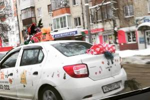 В Брянске появилось новогоднее такси