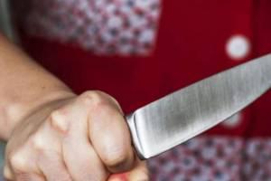 В Брянске пьяная женщина зарезала своего знакомого
