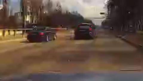 В Брянске на проспекте Московском сняли на видео лихача на Infiniti