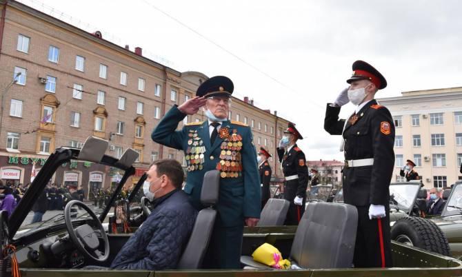 В Брянске 12 ветеранов приняли участие в торжественном марше