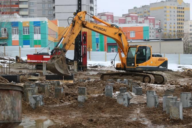 В Брянске установили сваи для новой школы