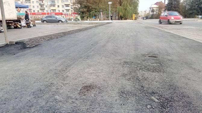 В Брянске на новом тротуаре у Лития появились дыры