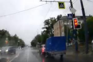 В Брянске проезд иномарки на красный свет сняли на видео