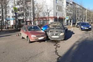 В Брянске на Орловской водитель легковушки разбил голову в ДТП