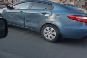 В Брянске на Московском проспекте столкнулись три автомобиля