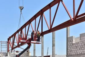 Монтаж металлических ферм во Дворце единоборств в Брянске стартовал