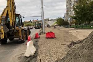 В Брянске начали строить автостоянку на улице Авиационной