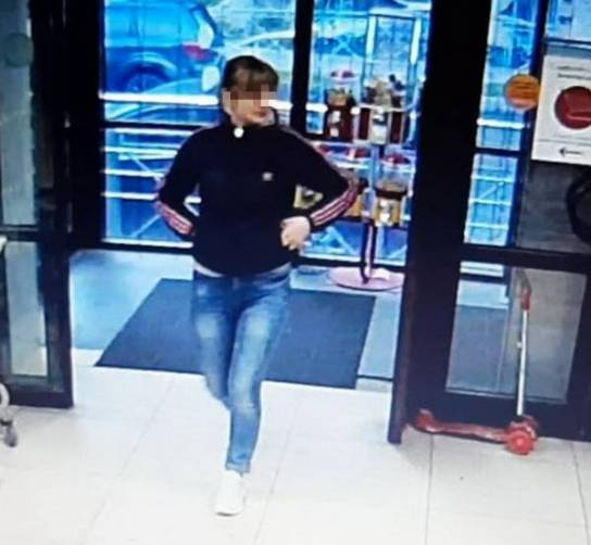 В Брянке девушку обвинили краже самоката из супермаркета
